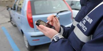 ausiliari del traffico parcheggi a pagamento strisce blu