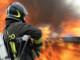 incendio auto vigili del fuoco pompieri