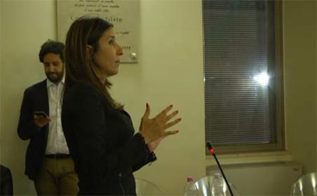 Maria Passaro, presidente del Consiglio comunale (Sel) e, in fondo, il segretario Domenico Magliola