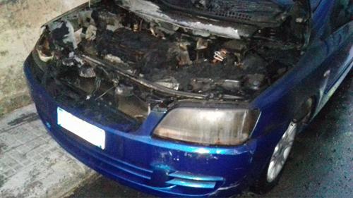 incendio_auto_via_bellini 1