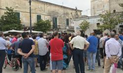 protesta tari piazza umberto I comitato 5