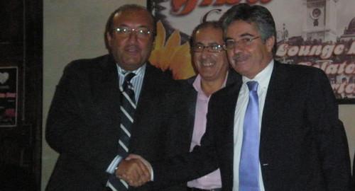 Altri tempi. Era il 2008: Vitali e Curto tornarono a stringersi la mano, dopo diversi anni, al termine di un confronto in piazza (al centro Gianni Cannalire)