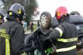 incidente vigili del fuoco auto ribaltata