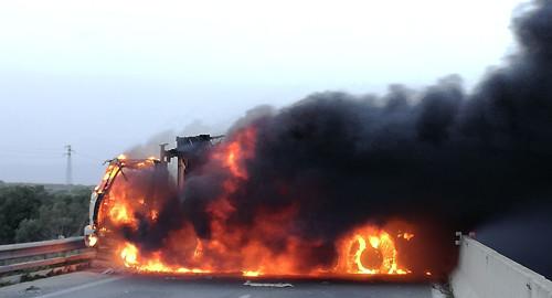 camion in fiamme assalto portavalori 1