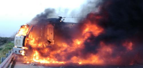 camion in fiamme assalto portavalori 2