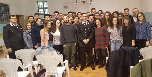 Al centro, il capitano Nicola Maggio (comandante della Compagnia di Francavilla Fontana); primo da sinistra, il luogotenente Roberto Borrello (comandante della Stazione di Oria)